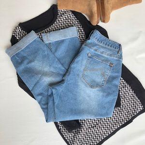 Max Crop Jeans Light blue slightly distressed